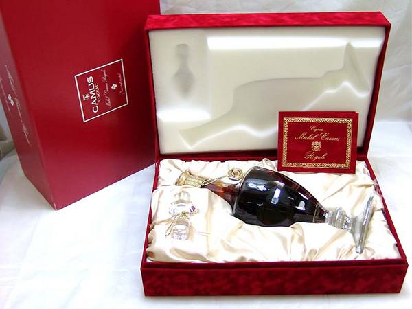 東京都世田谷区でカミュ ミシェル ロイヤル バカラボトル 化粧箱入を100,000円でお買取りさせていただきました。